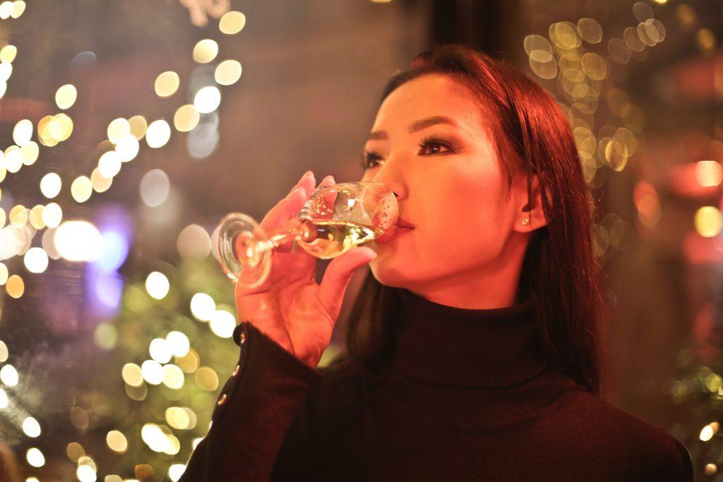 Boire une bonne coupe de champagne 7